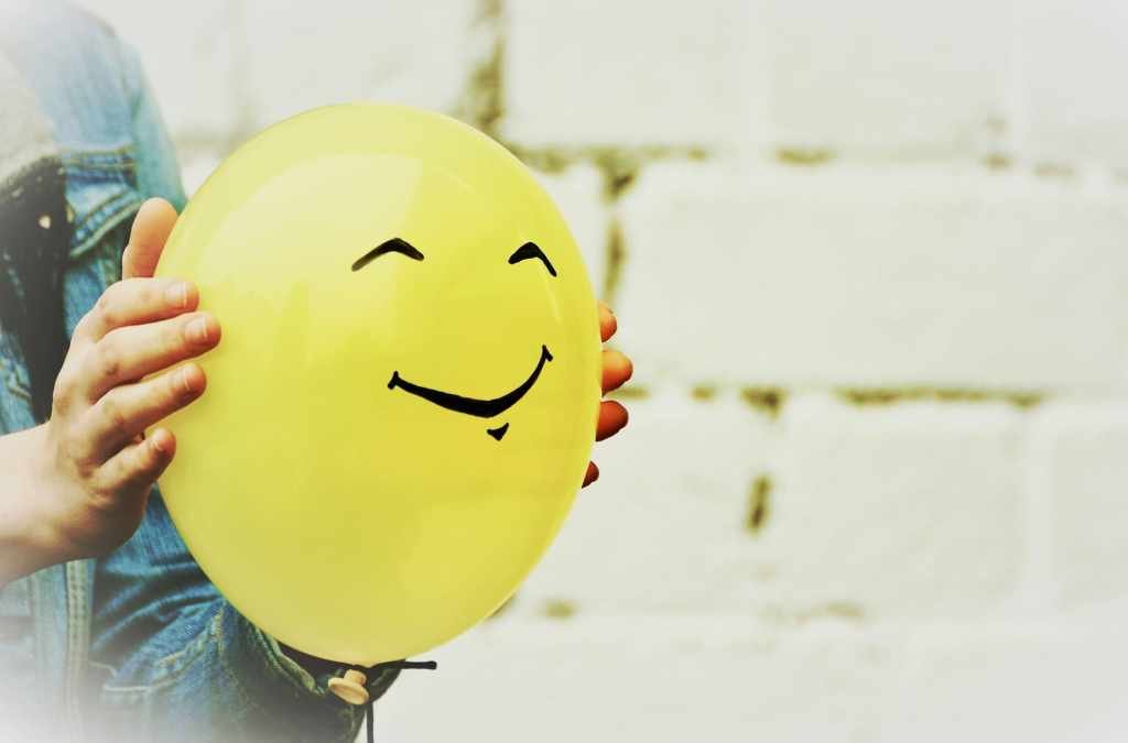 Un ballon jaune, symbole de sérénité et d'apaisement